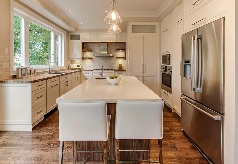 modern-kitchen-with-island-and-hardwood-floors