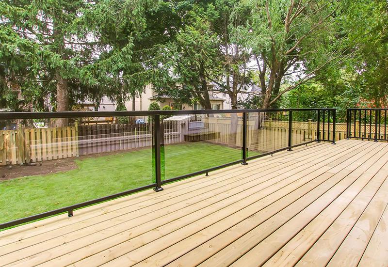 patio-with-glass-railings