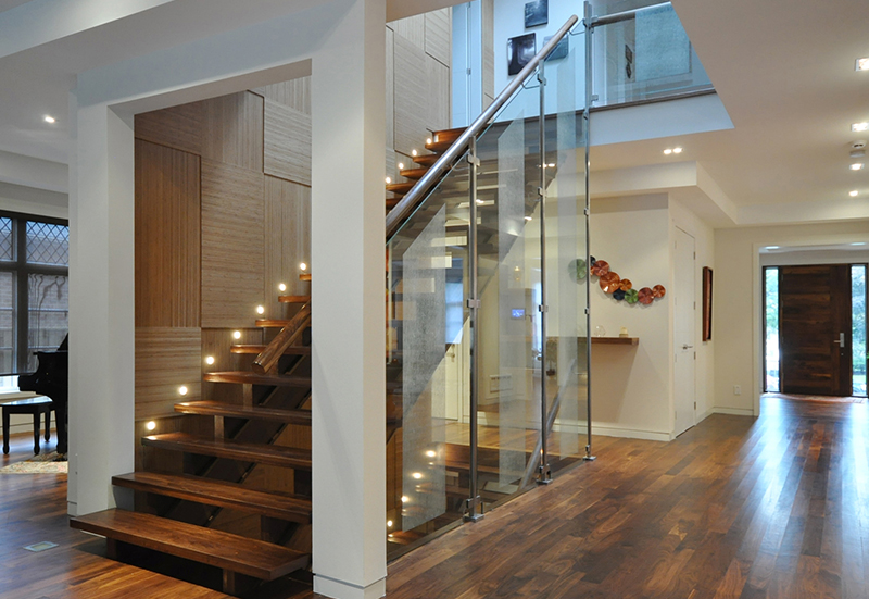 custom-home-remodeling-main-staircase-iluminated