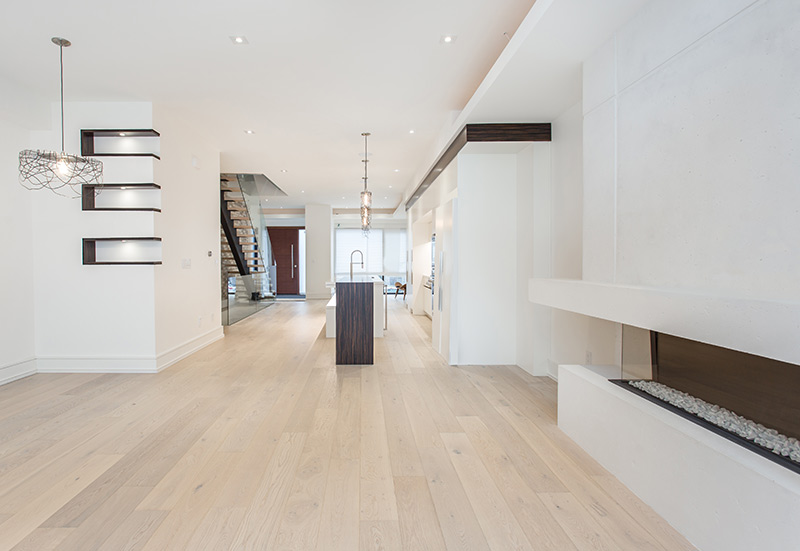 large-open-interior-in-a-new-custom-construction